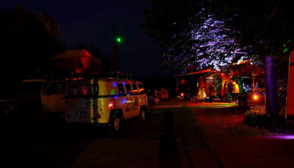 LOST TRACK Country Club Aufbruchstimmung Weltreise Familienfest Lagerfeuer Lichtstimmung Liebe in der Luft